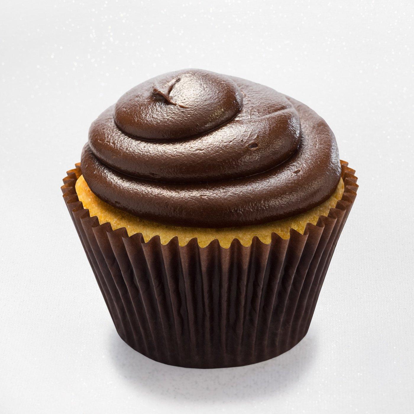 Vanilla cupcake with chocolate fudge